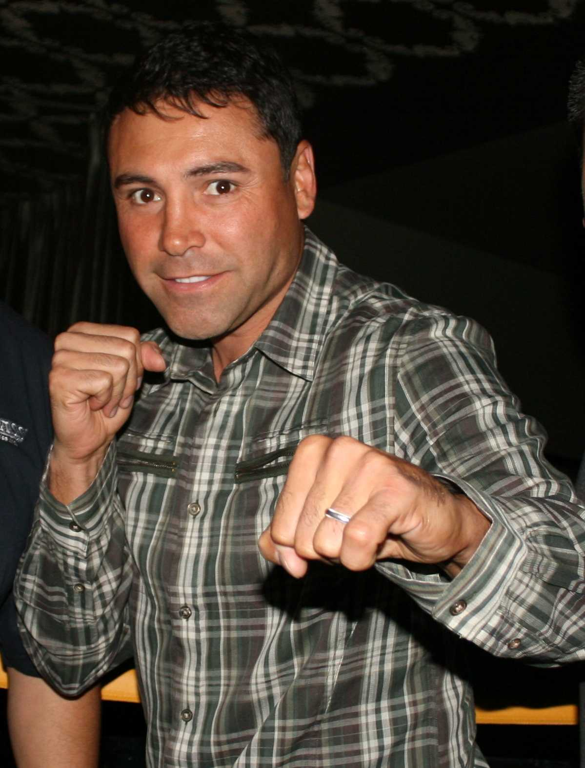 De La Hoya represents Hispanic culture through boxing success.