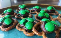 Easy to make shamrock pretzel bites for  St. Patrick's Day