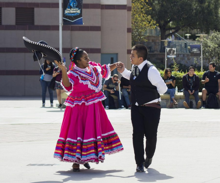 Dancers+perform+a+ballet+folklorico+dance+during+U-hour+at+Kellogg+Plaza+on+Oct.+4.+