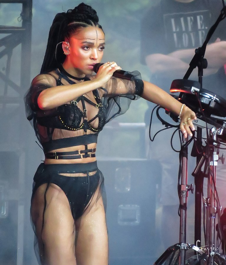 FKA twigs takes the stage at Laneway Festival 2015.